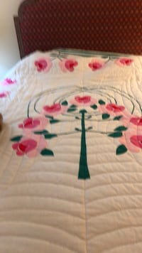 Rose Tree Vintage Hand stitched quilt  Roanoke, 24014