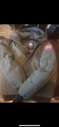CANADA GOOSE - Small Green Surrey, V4A 2H9