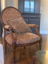Brown wooden frame padded armchair Toronto, M2M 0C4