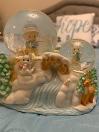 Precious Moments - snow globe - we wish you a merry Christmas  Markham, L6E 1Y3