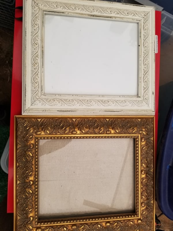 Lots of picture frames 24a47838-2ad2-4a1a-bf45-5dd2136ee60e