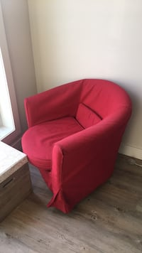 Red Comfy Chair Toronto, M5V 3A2