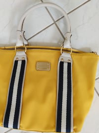 Authentic beautiful yellow Michael kors hand bag. Maybe used 2-3 times amazing condition. You cant even tell it's been used!  Mississauga