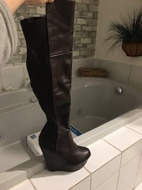 Boots size 6.5 (almost new)