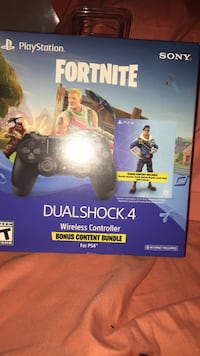 Fortnite  Royale Bomber PS4 controller Bundle with 500V/Bucks, Unopened Brand New Chesterfield, 48051
