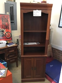 2-Door Bookcase w/5 shelves