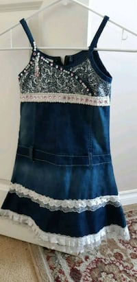 Beautiful dress with pearls 6/7T ( pick up in Airdrie)