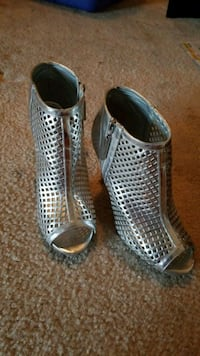 Silver heels size 8.5 Dale City, 22193