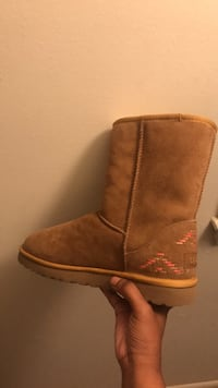 UGGS SIZE size 9 Baltimore, 21206