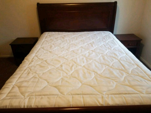 Queen bed  ce9885c1-0ae3-4725-83b3-201878138902