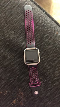 silver aluminum case Apple Watch with purple sports band 820 mi