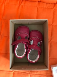 pair of pink low-top sneakers in box The Ponds, 2769