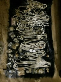 Whitw vintage jewelry lot e Fresno, 93704