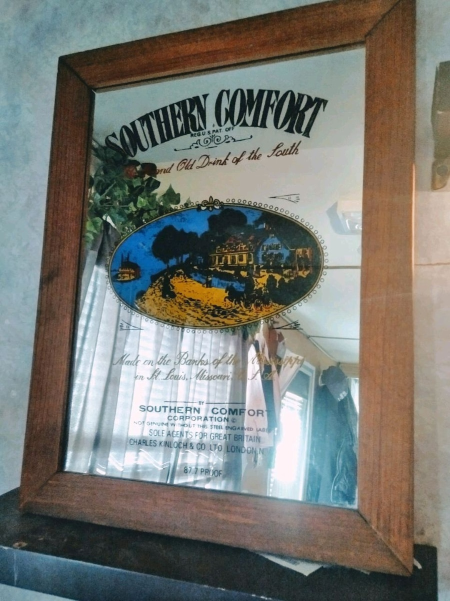 Photo Southern comfort picture mirror