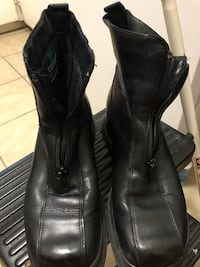 Black leather ladies winter boots warm and comfy size 7.5 pick up only keele and lawrence  Toronto, M6L 2N2