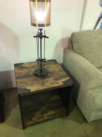 Rustic end table (perfect condition) Oxnard, 93036