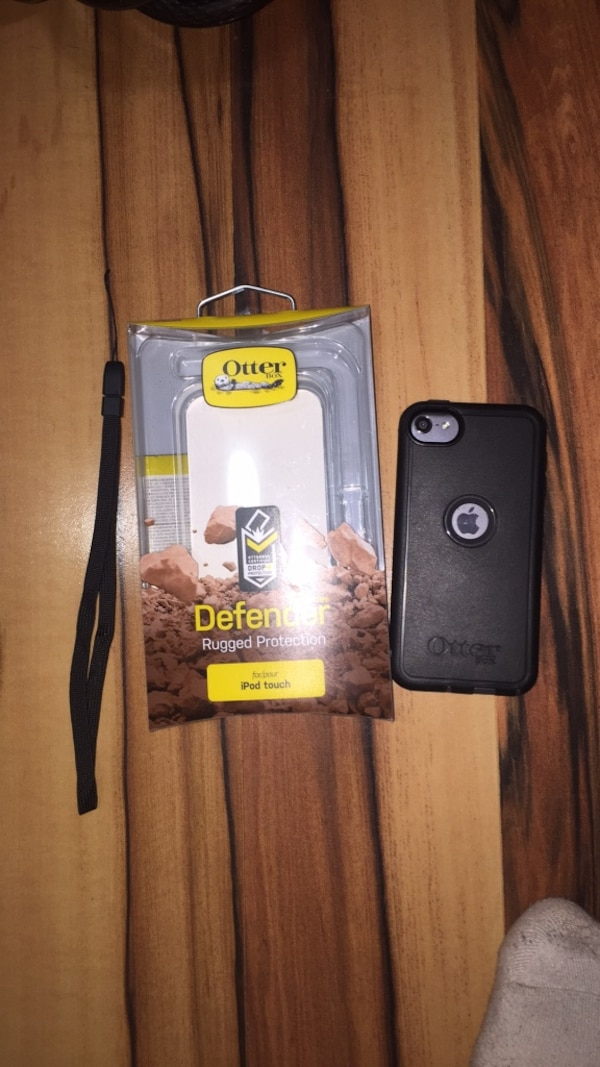 Apple IPod 5/6 Otter Box Defender series case, with strap and box.