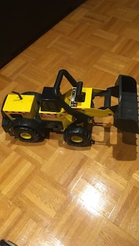 Metal Tonka construction truck