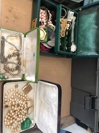 Vintage jewellery Richmond Hill, L4C 0J9
