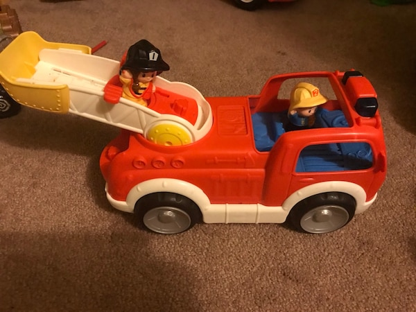 Little people classic fire truck. Battery operated bac4dbfc-bf17-43b9-bfb4-1c80d48ab6d0