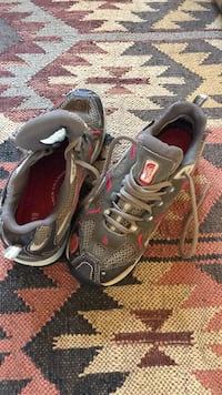The North Face women's size 6 hiking shoes Sisters, 97703