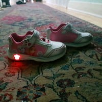 paw lighting shoes size 8 Laval, H7W 2L4