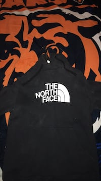 Black and red the north face pullover hoodie size small Detroit, 48219