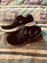 Nike youth size 5y running shoe