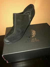One pairblack Vince Camuto suede bootie with box Brooklyn, 11229