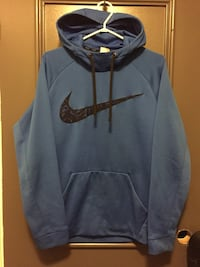 gray and black Nike pullover hoodie Kingston, K7K 5Y4