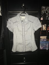 Women's shirt size medium  Calgary, T2A 7R1