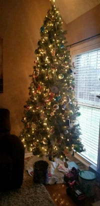 ☆ REALISTIC PRE LIT CHRISTMAS TREE. SECTION OF LIG New Albany, 47150