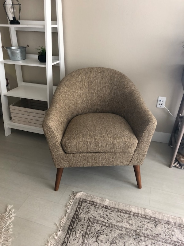 Groovy Living Spaces Finn Ridley Accent Chair Discontinued Unemploymentrelief Wooden Chair Designs For Living Room Unemploymentrelieforg