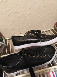 pair of black leather low-top sneakers Dallas, 75243