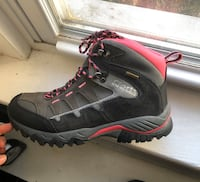 Womens Corts Hiking Boots 7.5/8 Pink