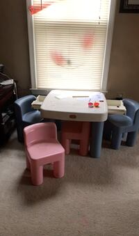Kids little tikes table and chairs  Fairfax, 22033