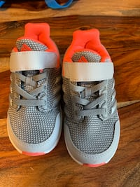 pair of gray-and-pink Nike shoes Brampton, L6V 4H8
