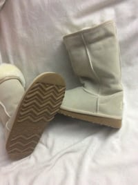 Ugg boots - classic tall- NEW size 5 Toronto, M1M 1T8