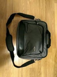 Excellent condition Asus laptop bag Surrey, V3X