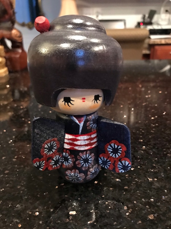 Wooden Japanese figurine - Hand Painted 1bcd174d-fa0e-4b1b-af58-369c7368aebf