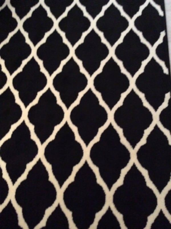 """Like NEW: Rug 7""""x 10"""" 6ebde249-caf1-43d3-8c90-a352d5c4351e"""