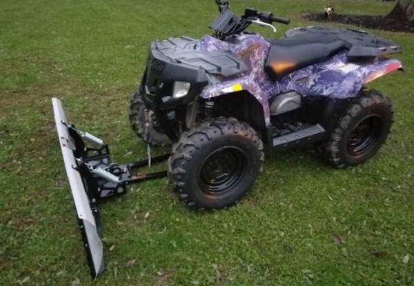 4 Wheeler ATV Polaris Sportsman 400 (2008) With Snow Plow, Winch & Loading  Ramps