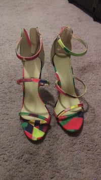 Pair of red-and-green sandals size 8 Cambridge, N1T 1W6