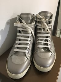 Pair of gray high-top sneakers Markham, L3T 3R4