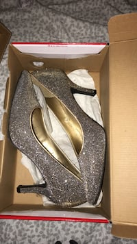 women's gray glittered pumps with box Barrie, L4M