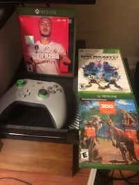 Xbox one 1TB with controller fifa20 and two more ganes