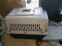 white and black pet carrier Alabaster, 35007