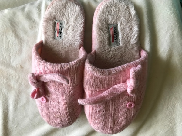0fa9595a0 Used Pink house slipper for sale in Toronto - letgo