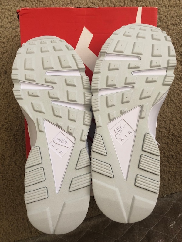 b05cf7914b80 Used Pair of white nike huarache shoes with box for sale in San Jose ...
