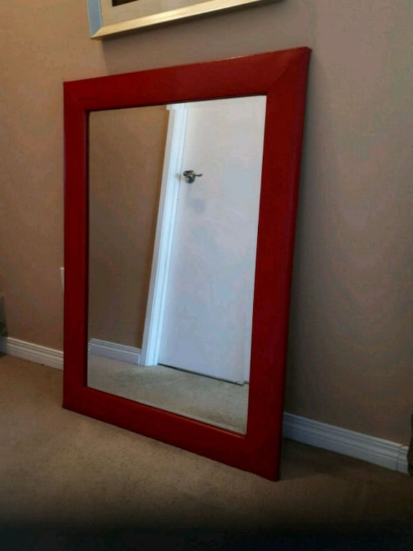 Red vinyl framed beveled heavy mirror 77709672-578a-4e16-8245-88c9a408281b